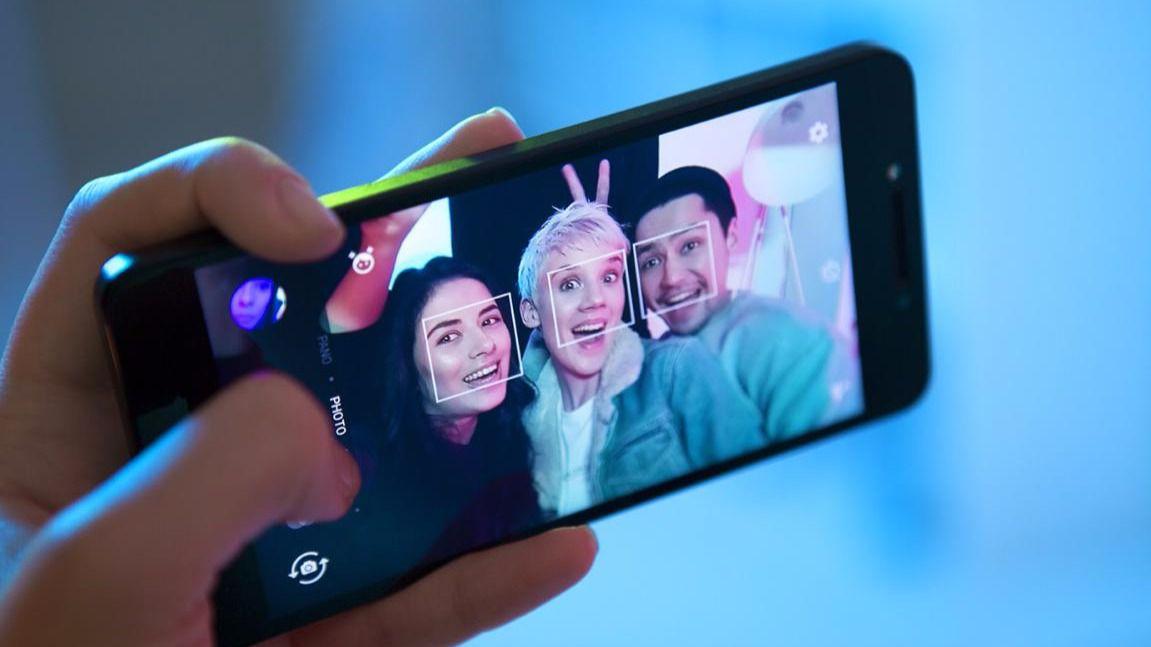 Alcatel A5 LED, el primer smartphone del mundo con carcasa LED interactiva   Imagenacion